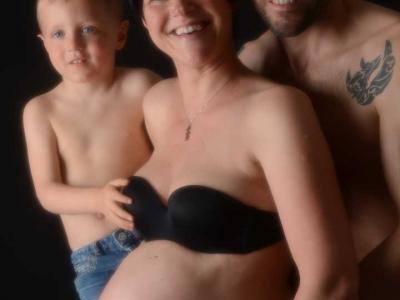 famiglia-pancione-sfondo-nero
