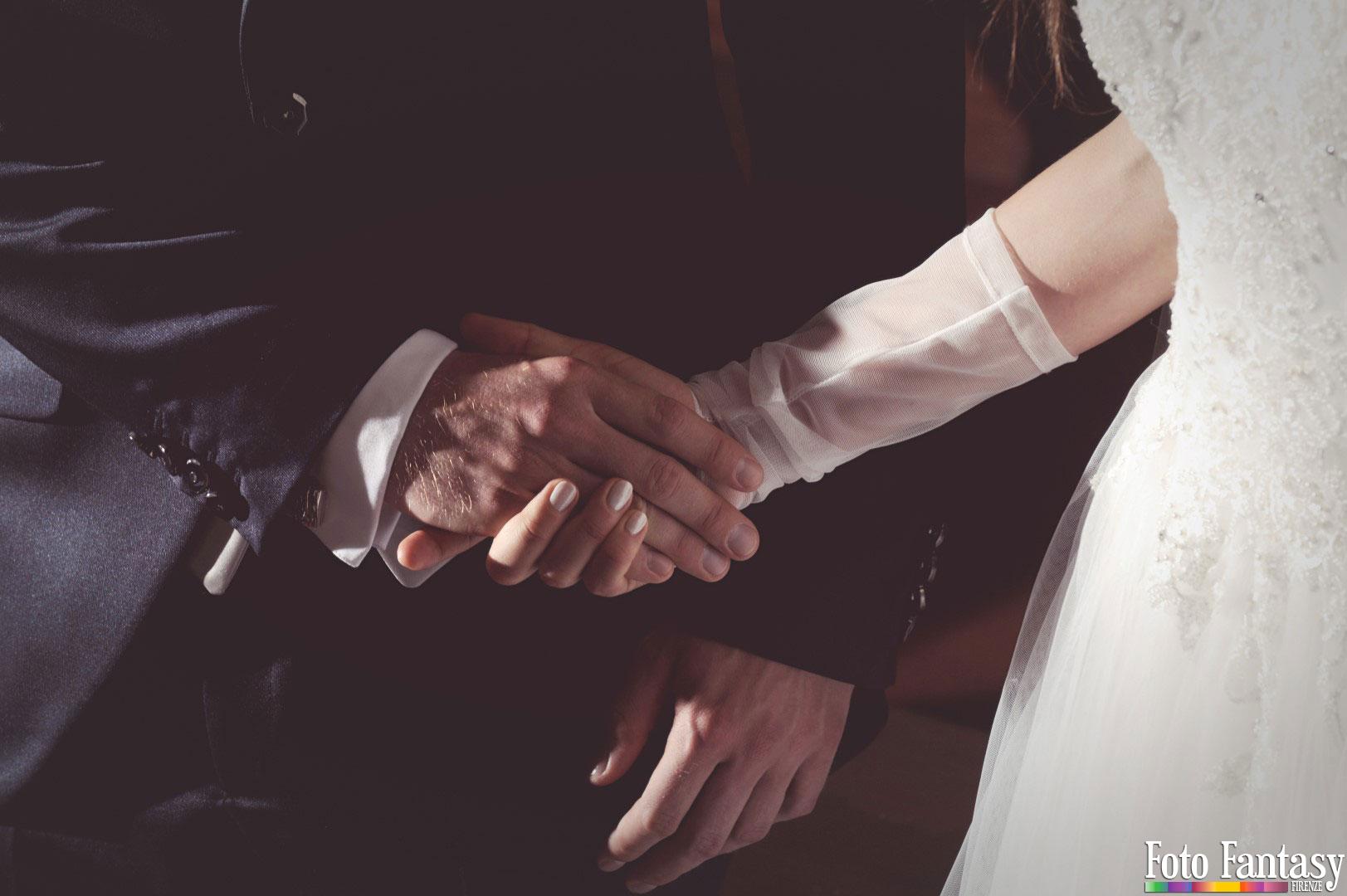 Servizio Matrimonio - Foto Fantasy Firenze - Sposi dettaglio mani